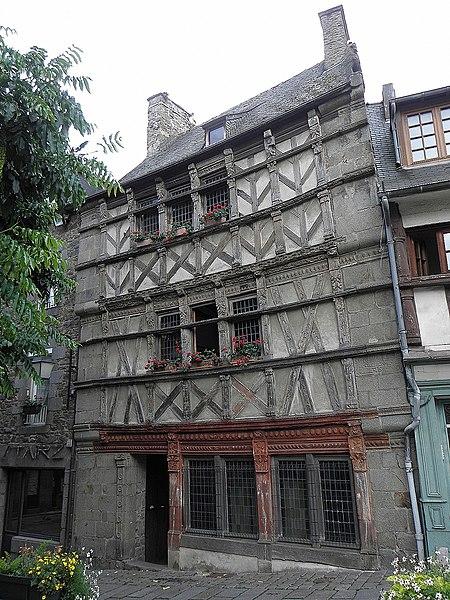 L'Hôtel des Ducs de Bretagne ou Maison du Chapeau Rouge (1572), place Louis Guilloux, à Saint-Brieuc (22).
