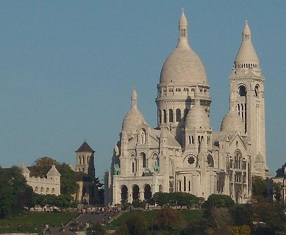 https://upload.wikimedia.org/wikipedia/commons/thumb/7/79/SaintPierreSacr%C3%A9Coeur.JPG/585px-SaintPierreSacr%C3%A9Coeur.JPG