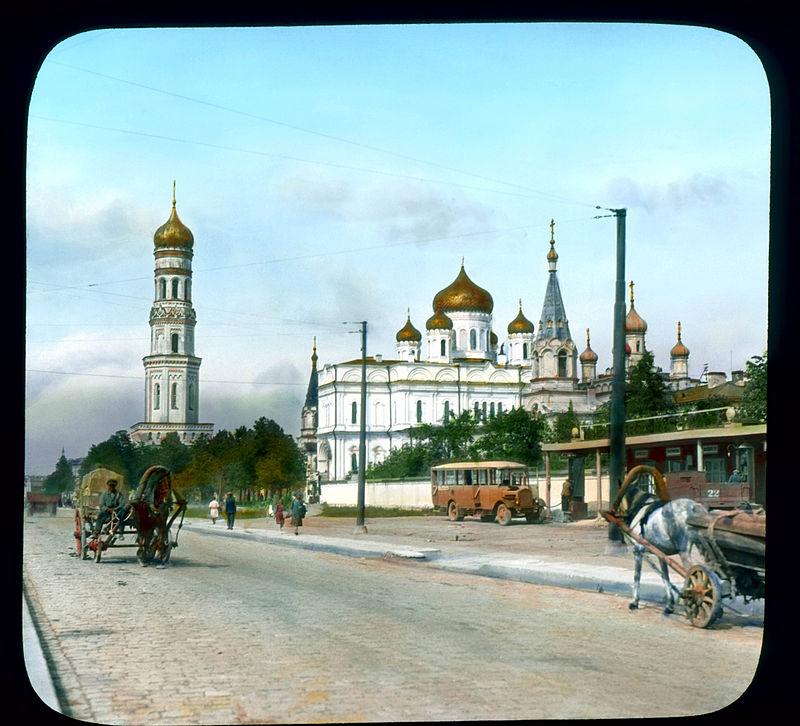 Saint Petersburg. Moskovsky Avenue view of street, with Novodevichy Convent.jpg