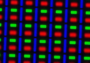 Samsung Galaxy Note II - A photograph of the Galaxy Note II's S-Stripe RGB (non-PenTile) subpixels