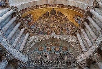 San Alipio facade door of Saint Mark's Basilica of Venice.jpg