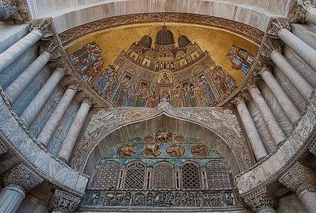 San Alipio facade door of San Mark Basilika of Venice (XIIIth century).