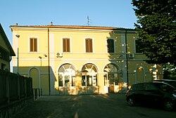 San Martino Siccomario - stazione ferroviaria - lato strada.jpg