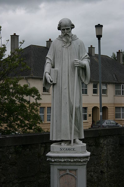 Den hellige Canice, statue ved St. Mary's Cathedral i Kilkenny