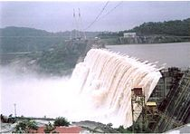 Sardar Sarovar Dam partially completed.JPG