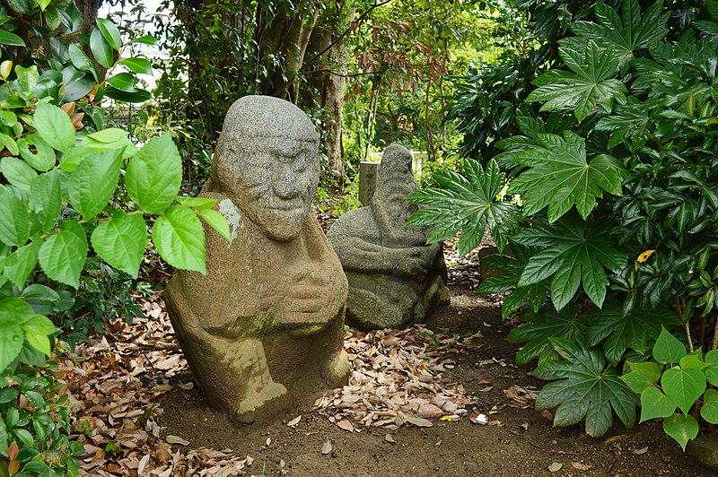 吉備姫王墓内 猿石
