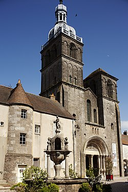 La basilique Saint-Andoche.