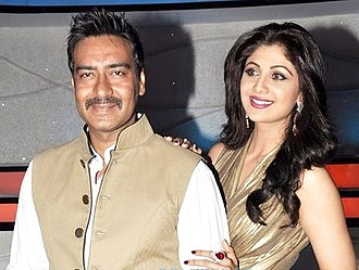 Shilpa Shetty - Shetty with Ajay Devgan on sets of Nach Baliye 5