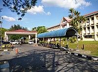 Side view of Sibu Hospital main building.jpg