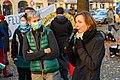 """Silke Agger (links), Anwohnerin aus Pankow, hat die Bett-Foto-Aktion erdacht, mit der die Anwohner*innen sich über die """"Himmlische Ruhe"""" nach dem letzten Start von TXL freuen können (50583742878).jpg"""