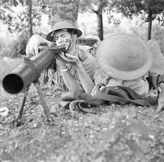 Lewis gun - Recruits of the Singapore Volunteer Force training with a Lewis gun, 1941