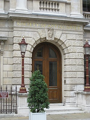 Society of Antiquaries of London - Entrance in the courtyard of Burlington House