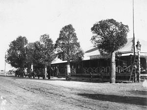 Tambo, Queensland - Image: State Lib Qld 1 108104 Volk's Club Hotel at Tambo, 1912