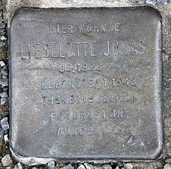 Photo of Lieselotte Jonas brass plaque