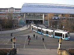 Straßenbahn am Hauptbahnhof Erfurt.JPG