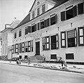 Stratenmakers aan het werk voor het Parlementsgebouw aan de Gravenstraat in Para, Bestanddeelnr 252-2273.jpg