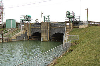 River Glen, Lincolnshire - Surfleet Sluice, built in 1824, where the Glen meets the River Welland