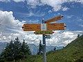 Swiss Hiking Network - Signpost - Grat.jpg