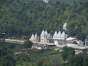Kundalpur - Jain temples near the lake at Kundalpur