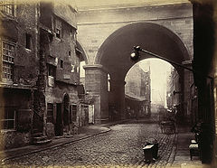 The Cowgate Arch of George IV Bridge, Edinburgh.jpg