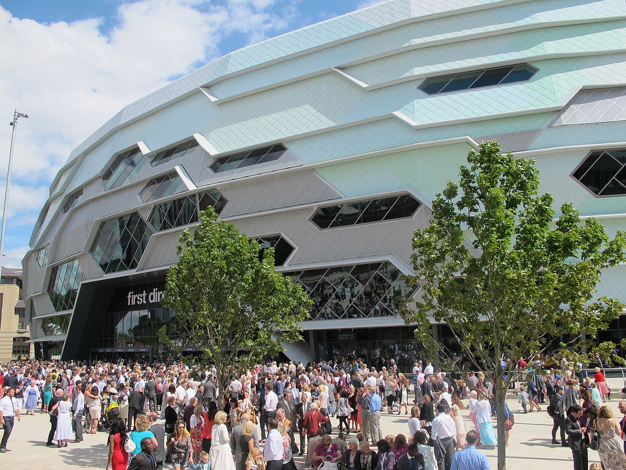 1280px-The_Leeds_First_Direct_Arena.jpg