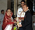 The President, Smt. Pratibha Devisingh Patil presenting the Padma Bhushan Award to Shri George Yong- Boon Yeo, at an Investiture Ceremony-II, at Rashtrapati Bhavan, in New Delhi on April 04, 2012.jpg