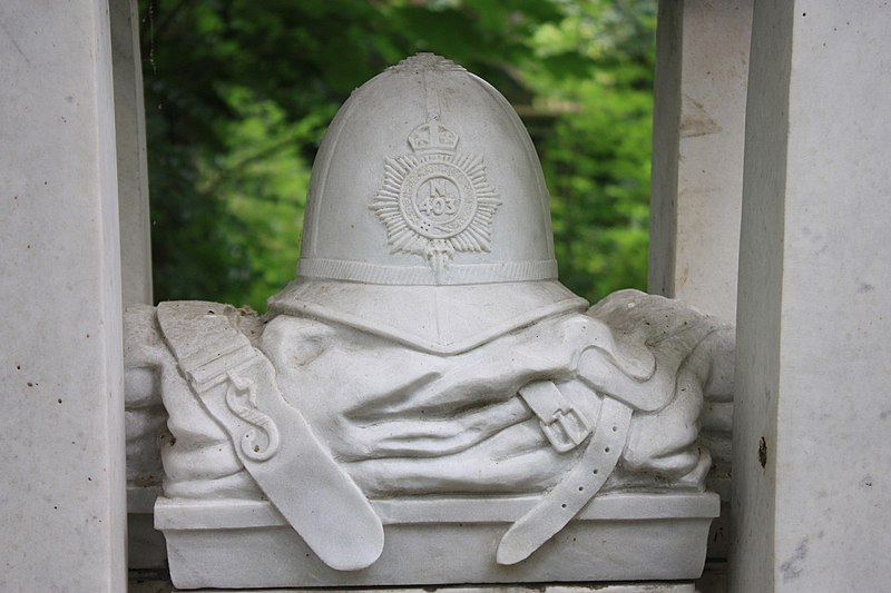 The sculpture on the grave of Constable William Frederick Tyler, Abney Park Cemetery, London.JPG
