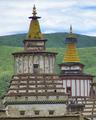 Tibetan Buddhist chorten in 2009 detail, from- Dzamthang Tsangwa Monastery (cropped).png
