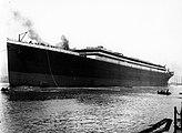 Start, 1911;  Schiff mit unfertigem Aufbau