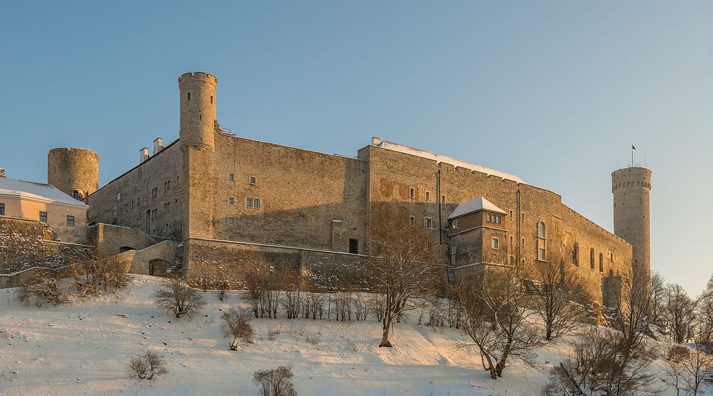 Le château de Toompea, siège du Riigikogu, à Tallinn (Estonie). Photo de Abrget47j