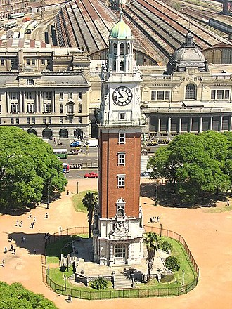 Torre Monumental - The Torre Monumental (formerly Torre de los Ingleses) in Plaza Fuerza Aérea Argentina (formerly Plaza Británica) and the Retiro Railway Station