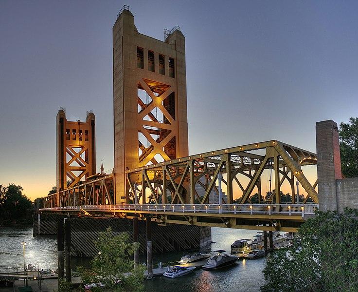Soubor:Tower Bridge Sacramento edit.jpg