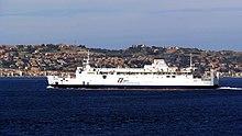 Il traghetto FS Villa durante il suo servizio nello stretto.