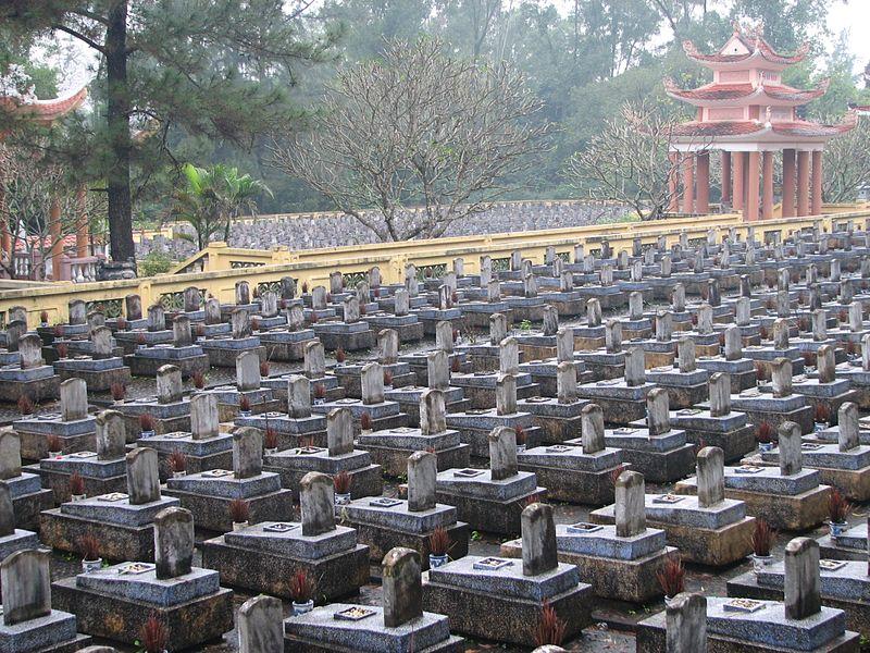 File:Truong Son National Cemetery - panoramio.jpg