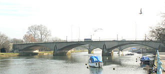 Twickenham Bridge - Image: Twickenham Bridge 320r 1