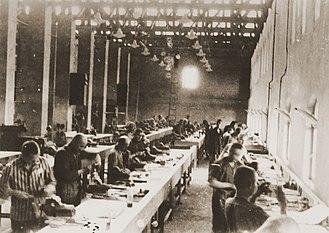 Siemens-Schuckert - Prisoners producing aircraft parts in the Siemens-Schuckert factory at Bobrek.