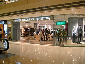 Benetton in Town plaza. Česky: Benetton na Tow...