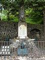 Usson cimetière monument aux morts.JPG