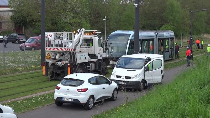 File:Valenciennes & Anzin - Déraillement de la rame de tramway n° 17 à la sortie du dépôt de Saint-Waast le 11 avril 2014 (090A).ogv