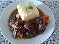 Veal stew with mashed potatos (cubic food).jpg