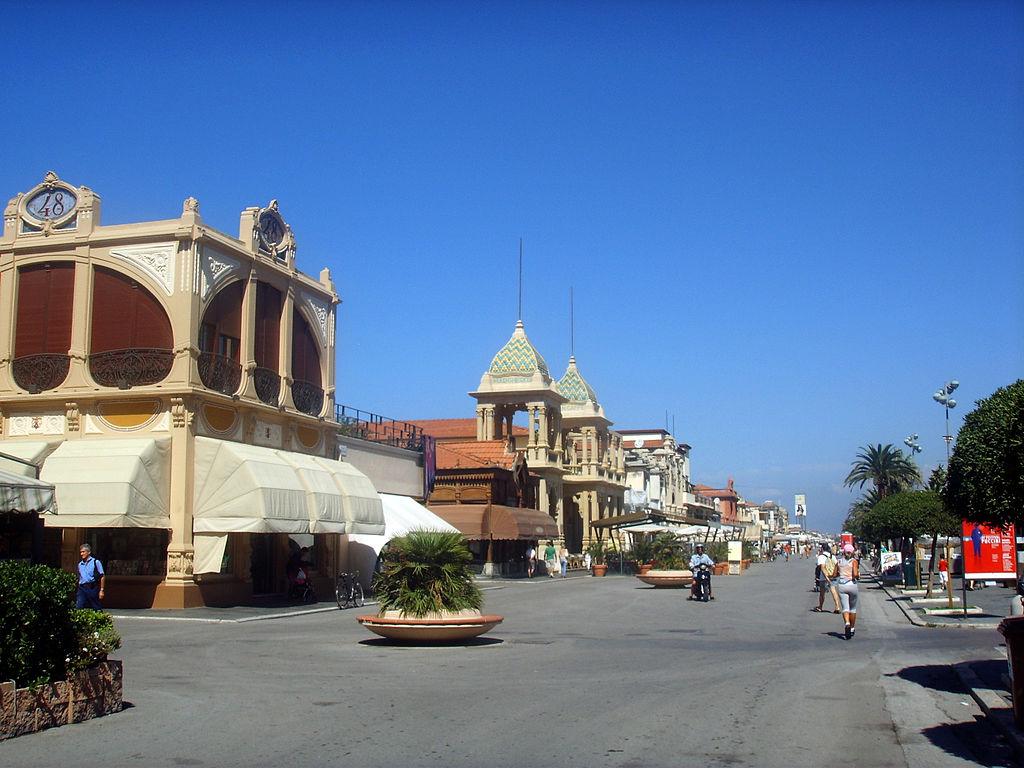 Viareggio, passeggiata a mare 2