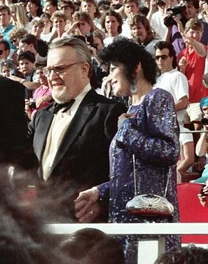 Vincent Gardenia - Gardenia at the 1988 Academy Awards