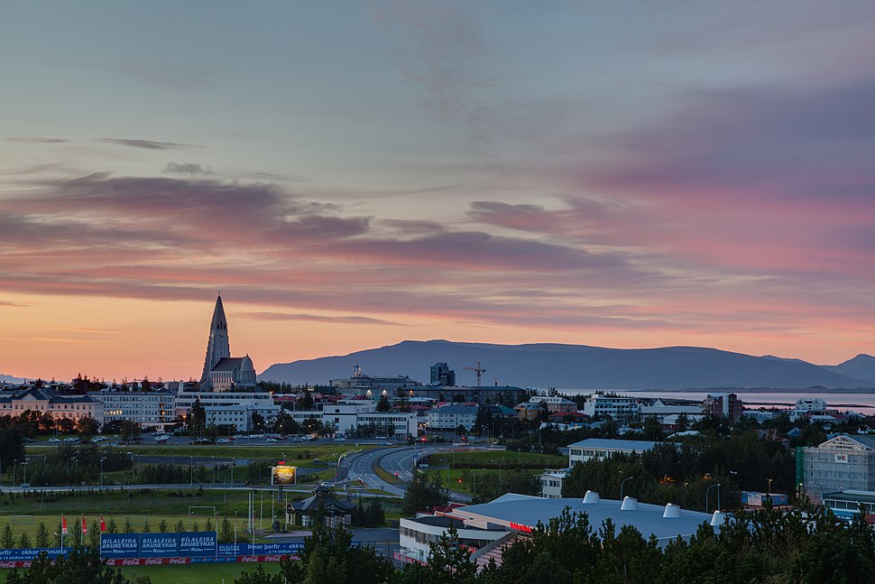 Vista de Reikiavik desde Perlan, Distrito de la Capital, Islandia, 2014-08-13, DD 118-120 HDR