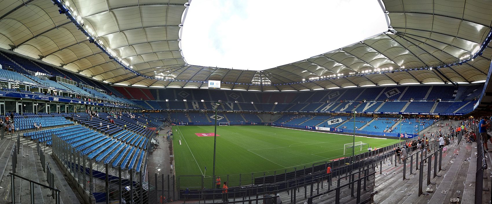 https://upload.wikimedia.org/wikipedia/commons/thumb/7/79/Volksparkstadion_Panorama.jpg/1700px-Volksparkstadion_Panorama.jpg