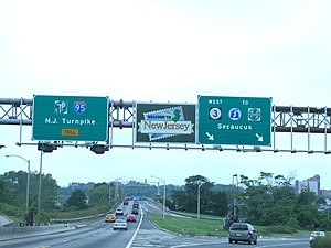 English: A Welcome To New Jersey sign promotin...