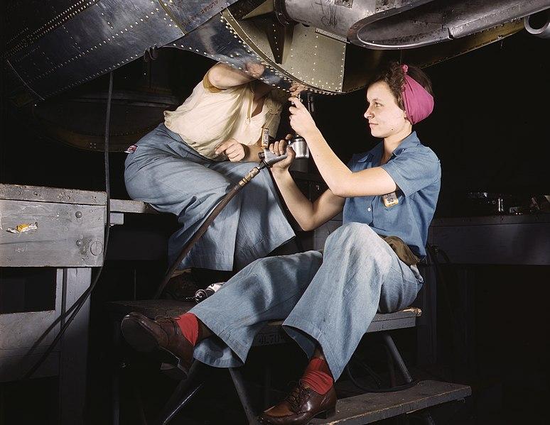 File:Women working at Douglas Aircraft.jpg