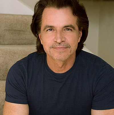 Picture of a band or musician: Yanni
