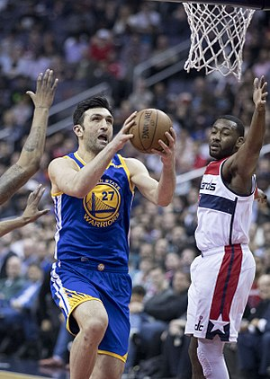 Zaza Pachulia - Pachulia drives against Washington in 2017