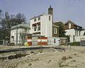 Zicht op de achtergevel en de rechter zijgevel van het huis met de theekoepel - Haarlem - 20388324 - RCE.jpg