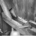 Zicht op een sterk ingerotte balk in achterschot van de Kortrijkse molen - Breukelen - 20042320 - RCE.jpg
